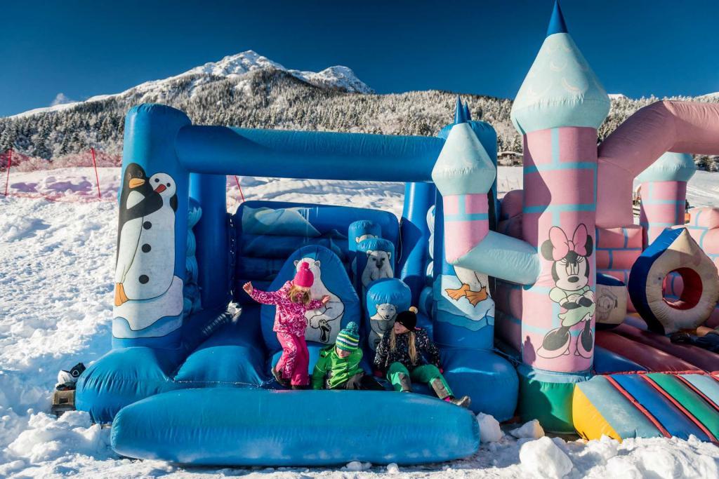 Gonfiagili e mini villaggio Bimbolandia Andalo Life Family Activity Park Dolomiti Paganella Trentino