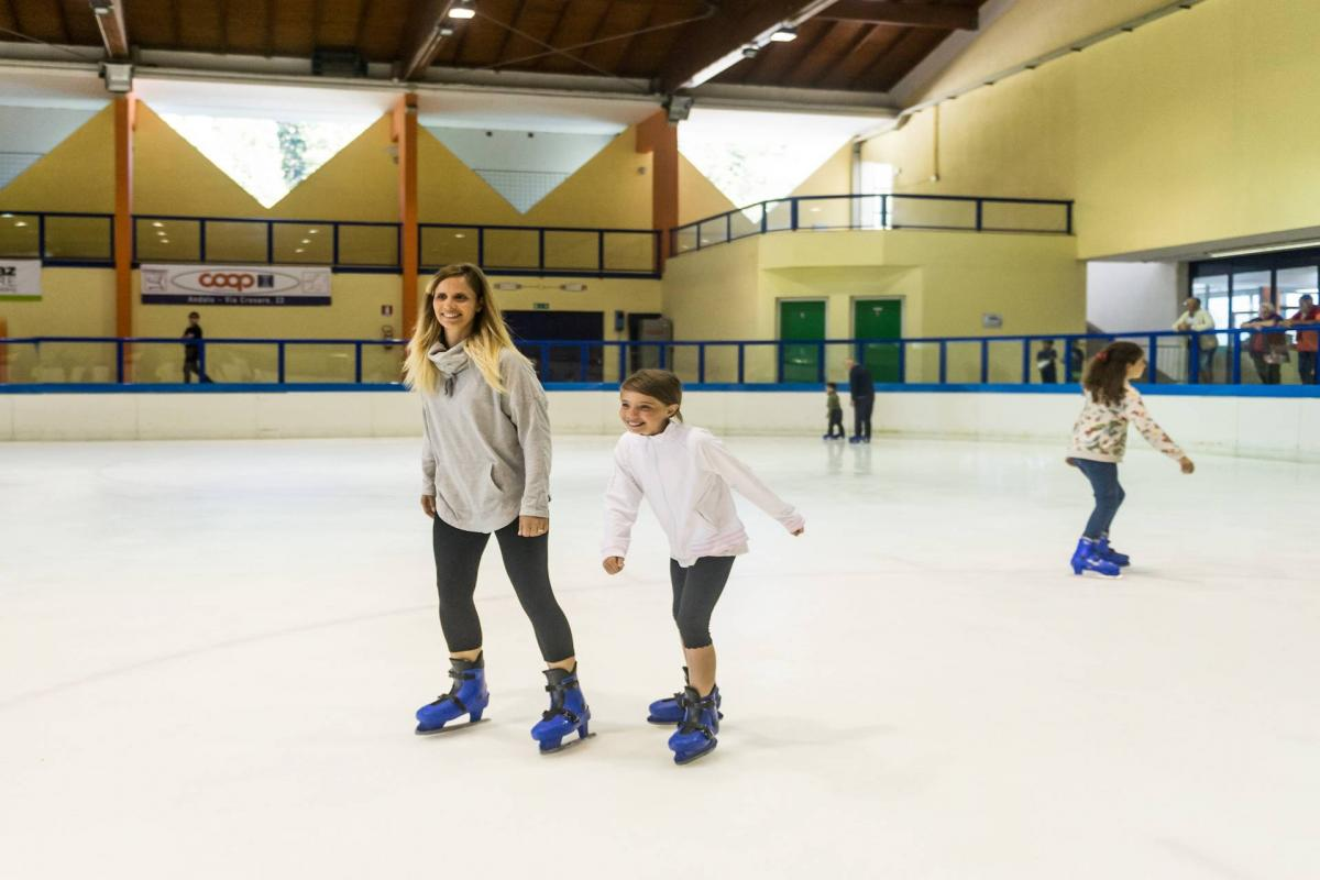 FREE ICE SKATING LESSON  WINTER 2019/2020