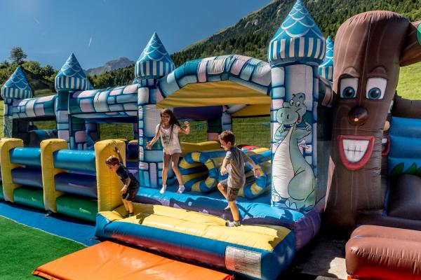 Bouncies and village of the gnomes / first steps on the snow area  Bimbolandia