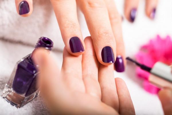 Manicure with semi-permanent nail polish