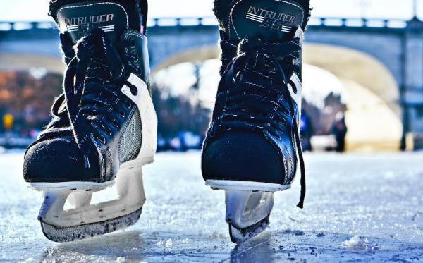 Subscription for 10 entrances for the ice rink with ice skates rental for Adults