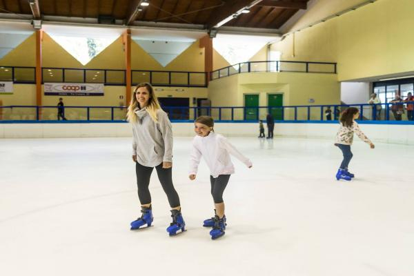 Subscription for 10 entrances for the ice rink with ice skates rental for Children