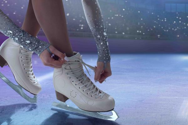 Ice Rink: entrance with skates for ADULT