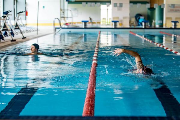 Abbonamento 10 ingressi in piscina ba. 2 persone