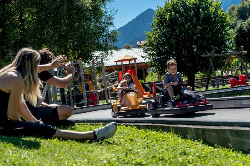 2016 PHMatteoDeStefano_Andalo_bambini_giochi_montagna_family_baby_cars_kart_macchinine_parco_Life_Dolomiti_Paganella_Trentino_(20)