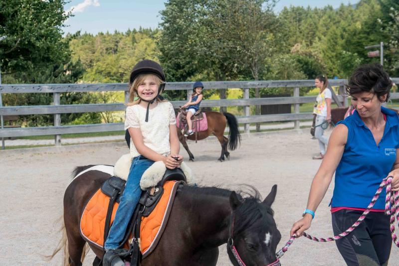 2016 PHMatteoDeStefano_Andalo_bambini_montagna_family_equitazione_cavalli_carrozza_pony_parco_Life_Dolomiti_Paganella_Trentino(48)