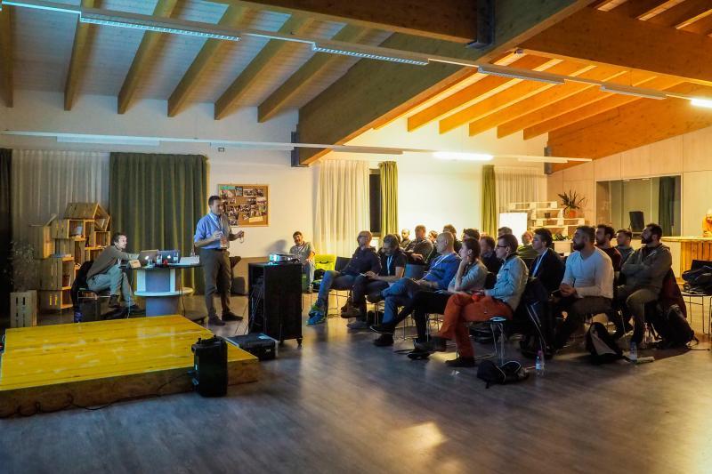 2018PHFilippoFrizzera sala_polivalente_riunioni_proiettore_incentive_congressi_meeting_Andalo_Life_parco_Trentino_Dolomiti_Paganella_montagna (7)