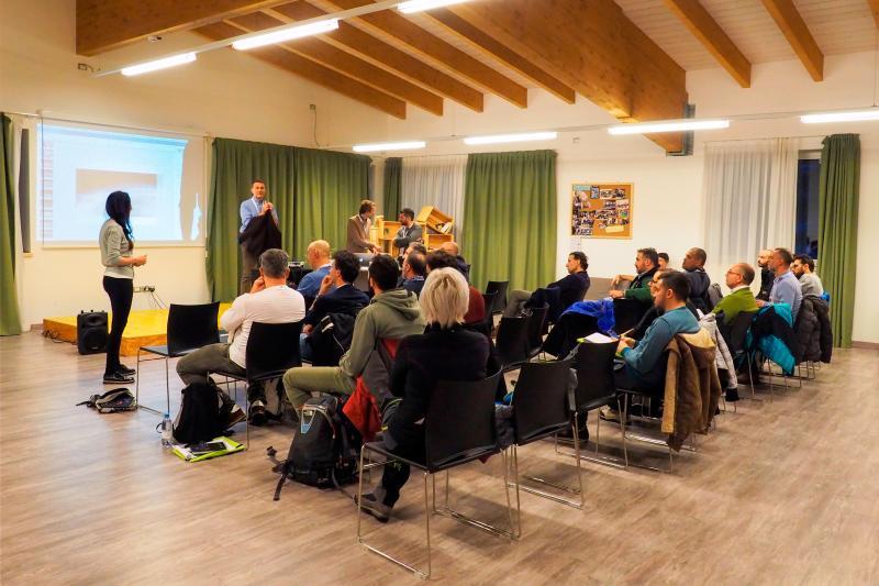 2018PHFilippoFrizzera sala_polivalente_riunioni_proiettore_incentive_congressi_meeting_Andalo_Life_parco_Trentino_Dolomiti_Paganella_montagna (4)