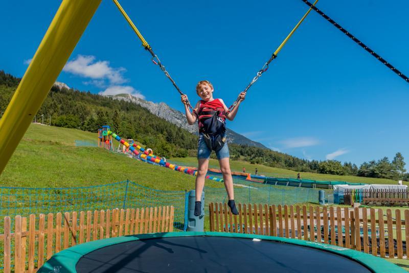 2020 PHMatteoDeStefano_Andalo_bambini_giochi_montagna_family_parco_funny_jump_elastico_tappeto_imbrago_Life_Dolomiti_Paganella_Trentino_(13)