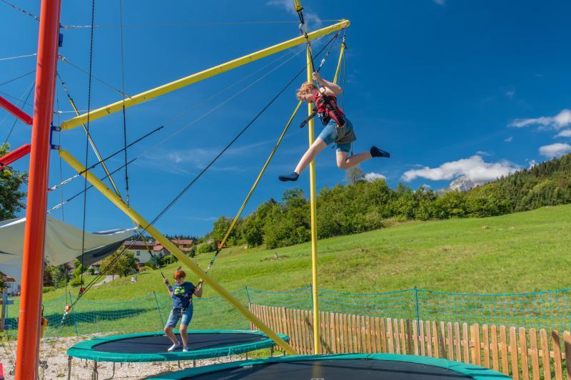 2020 PHMatteoDeStefano_Andalo_bambini_giochi_montagna_family_parco_funny_jump_elastico_tappeto_imbrago_Life_Dolomiti_Paganella_Trentino_(17)