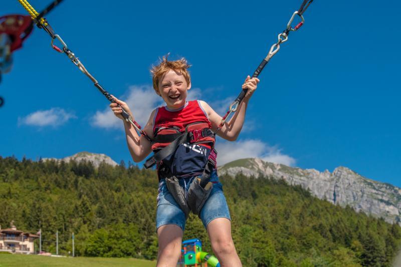 2020 PHMatteoDeStefano_Andalo_bambini_giochi_montagna_family_parco_funny_jump_elastico_tappeto_imbrago_Life_Dolomiti_Paganella_Trentino_(33)