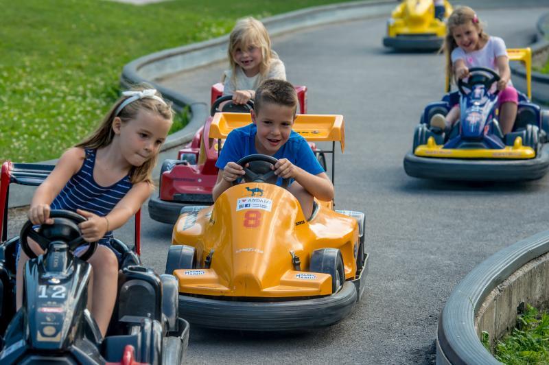 Andalo_bambini_giochi_montagna_family_baby_cars_kart_macchinine_parco_Life_Dolomiti_Paganella_Trentino_(3)
