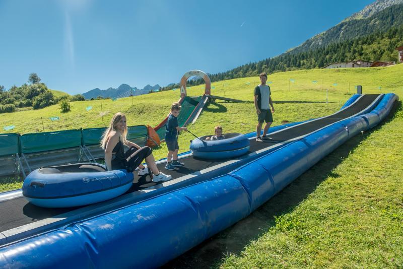Andalo_bambini_giochi_montagna_family_parco_winter_gommoni_piste_LifeDolomiti_Paganella_Trentino_(23)