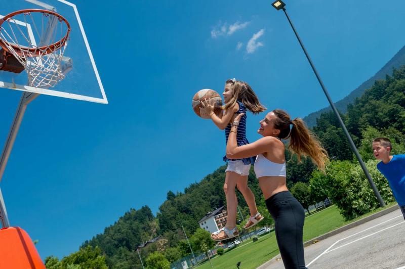 pallacanestro basket  Andalo bambini montagna family parco Life Family Activity Park Dolomiti Paganella Trentino