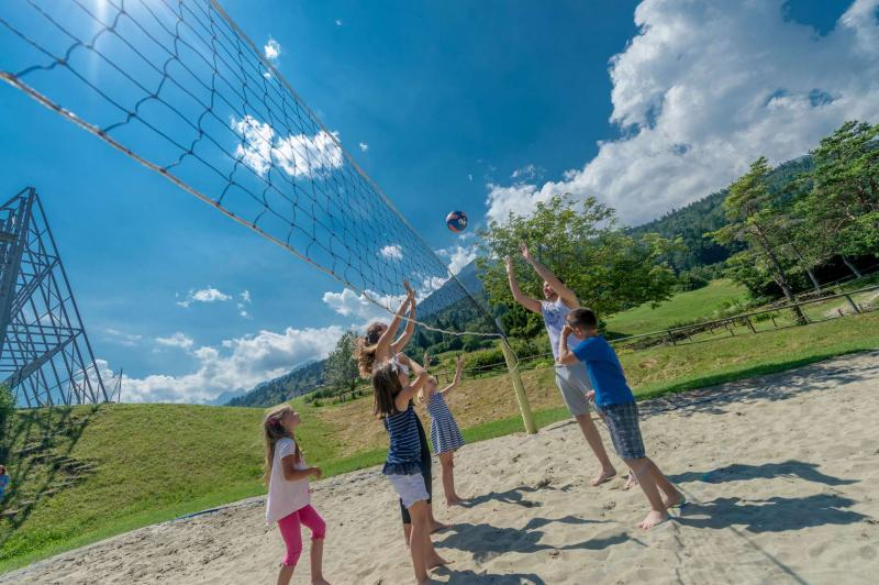 pallavolo beach volley ad Andalo bambini montagna parco Life Family Activity Park Dolomiti Paganella Trentino
