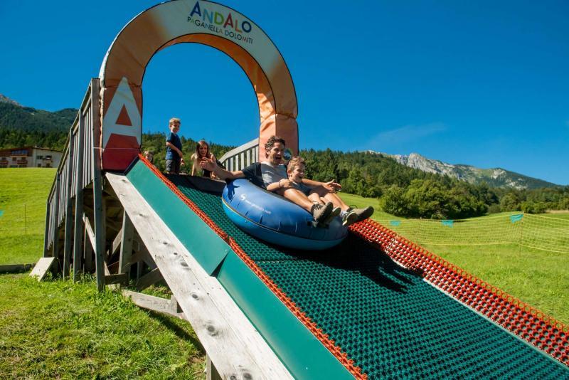 parco scivoli e gommoni sulla neve ad Andalo bambini giochi montagna family winter park Life Family Activity Park Dolomiti Paganella Trentino