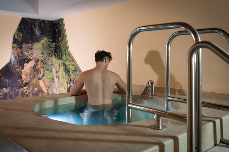 ph2020m-destefano-spa-saune-acquain-andalo-life-wellness-benessere-pozzo-kneipp-trentino-altoadige-paganella-dolomiti-40,8496.jpg?WebbinsCacheCounter=1
