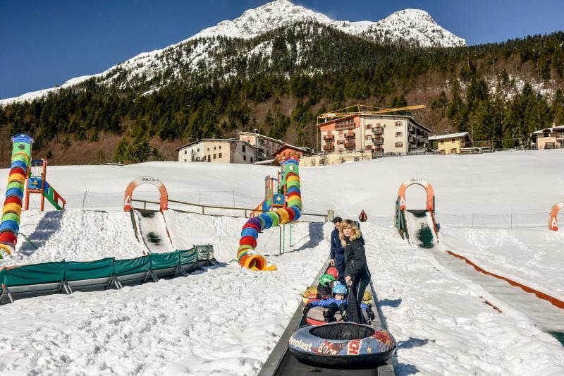 PH2020M.DeStefano winterpark_bimbolandia_giochi_gommoni_scivoli_neve_andalo_life _bambini_family_Trentino _altoadige_Paganella_Dolomiti (21)