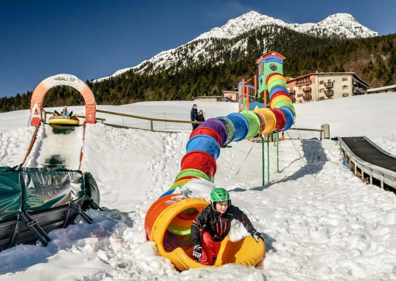 PH2020M.DeStefano winterpark_bimbolandia_giochi_gommoni_scivoli_neve_andalo_life _bambini_family_Trentino _altoadige_Paganella_Dolomiti (27)