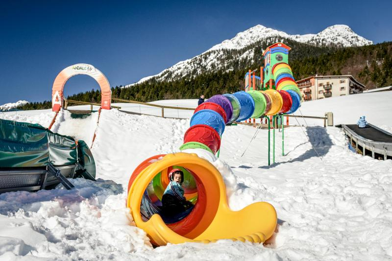 PH2020M.DeStefano winterpark_bimbolandia_giochi_gommoni_scivoli_neve_andalo_life _bambini_family_Trentino _altoadige_Paganella_Dolomiti (32)