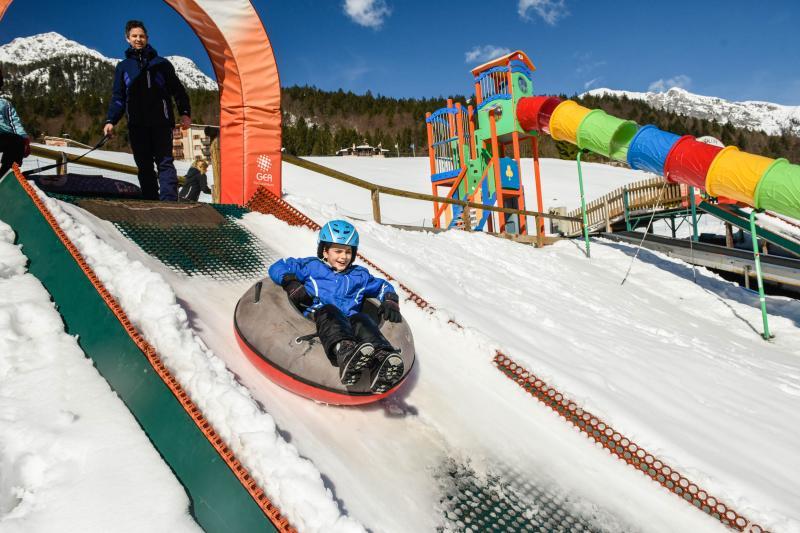 PH2020M.DeStefano winterpark_bimbolandia_giochi_gommoni_scivoli_neve_andalo_life _bambini_family_Trentino _altoadige_Paganella_Dolomiti (78)