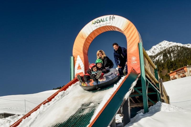 PH2020M.DeStefano winterpark_bimbolandia_giochi_gommoni_scivoli_neve_andalo_life _bambini_family_Trentino _altoadige_Paganella_Dolomiti (102)