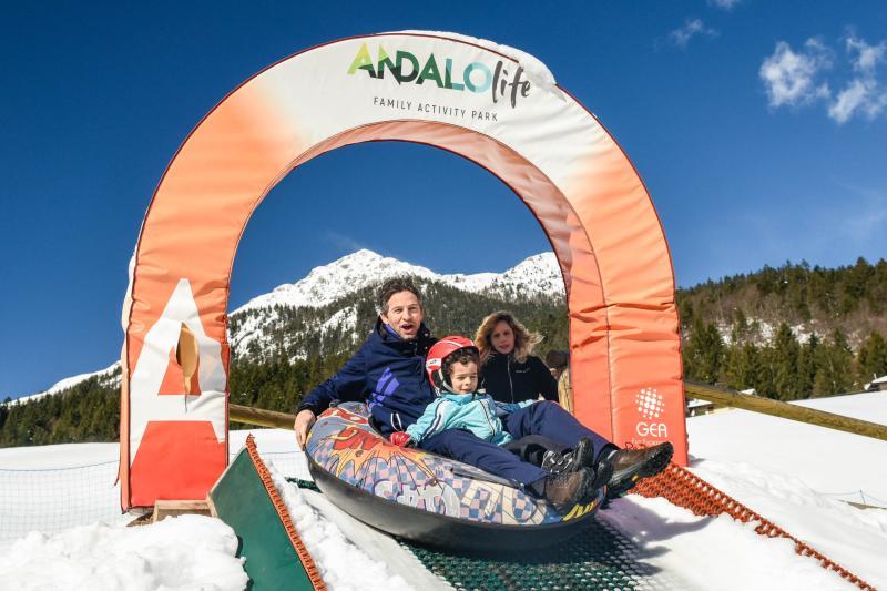 PH2020M.DeStefano winterpark_bimbolandia_giochi_gommoni_scivoli_neve_andalo_life _bambini_family_Trentino _altoadige_Paganella_Dolomiti (81)