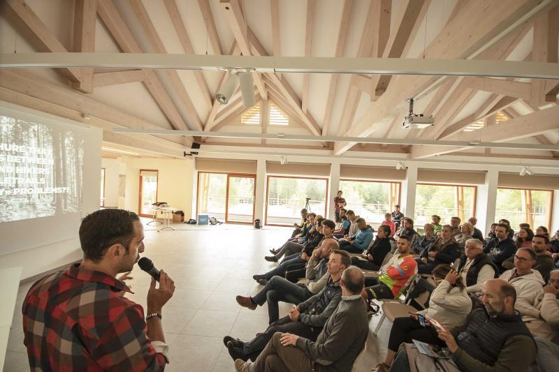 PHSottobosco sala_polivalente_riunioni_proiettore_incentive_congressi_meeting_Andalo_Life_parco_Trentino_Dolomiti_Paganella_montagna(52)