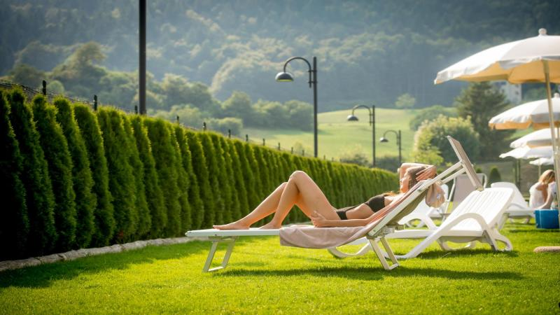Solarium piscine Andalo Acquain Dolomiti Paganella per vacanze relax in Trentino