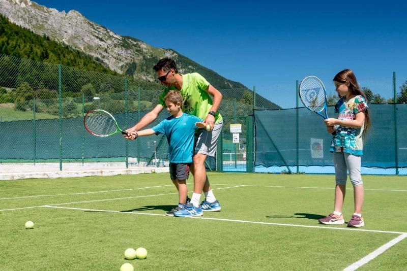 tennis ad Andalo sport in montagna parco Life Family Activity Park Dolomiti Paganella Trentino