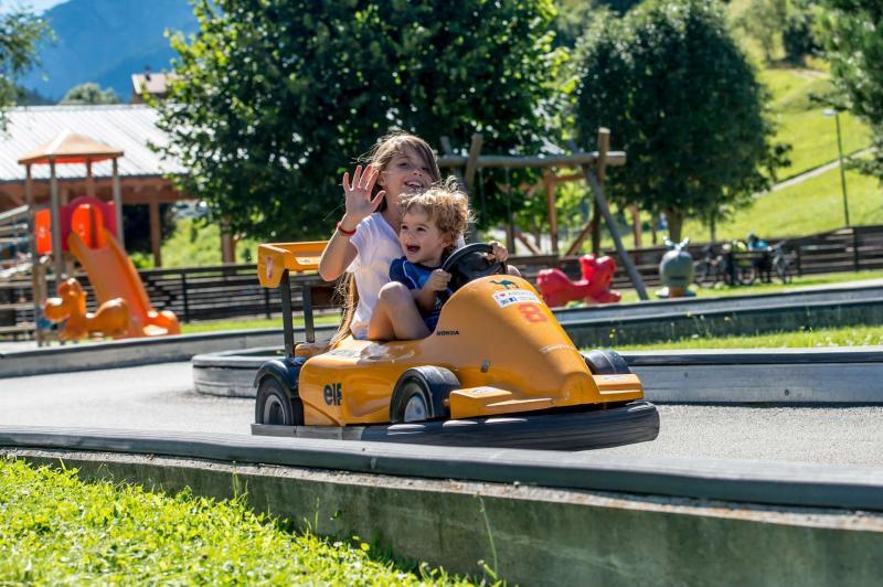 vacanza famiglia in montagna Andalo baby cars kart macchinine parco Life Family Activity Park Dolomiti Paganella Trentino