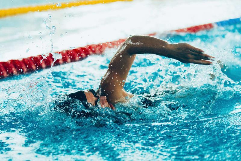 vasca sportiva e piscina a Andalo sulle Dolomiti Paganella con corsi di nuoto per bambini e adulti